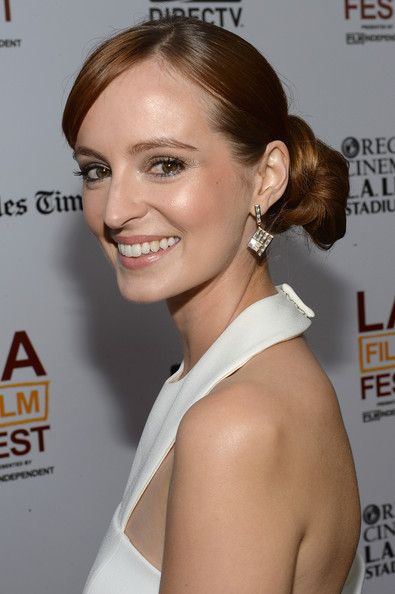 Ahna O'Reilly chose a lovely twisted updo for her look at the 'Fruitvale Station' red carpet.