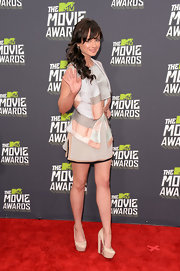 Ashley Rickards looked sleek and contemporary in this abstract, structured frock.