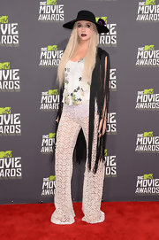 Kesha chose a long fringed vest to top off her retro-inspired bohemian red carpet look.