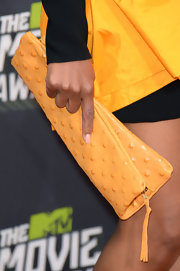 Kerry Washington chose a canary yellow studded clutch to top off her black-and-gold red carpet look.