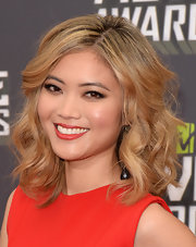 Jessica Lu showed off her lovely honey hues with a shoulder-length curly style.