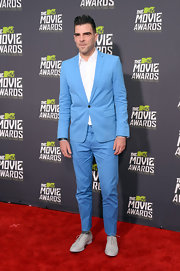 Zachary Quinto chose a sky blue suit for his fun and quirky style at the MTV Movie Awards.