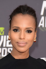 Kerry Washington chose a soft nude lip to give a sweet and elegant look while at the 2013 MTV Movie Awards.