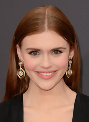 Holland Roden added a touch of bling to her red carpet look with these geometric-shaped gold dangle earrings.