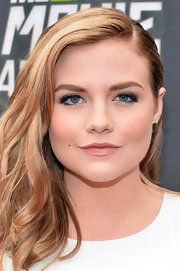Maddie Hasson's blonde locks looked lovely when pulled back into a deep side part.