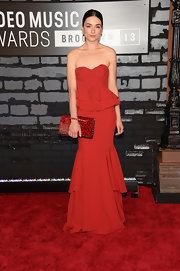 Adelaide Kane chose a structured red strapless dress for her look at the 2013 VMAs.