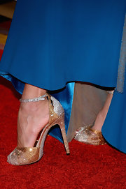 Jeannie Mai dazzled on the Miss USA red carpet in a pair of glittery gold and silver peep-toes.