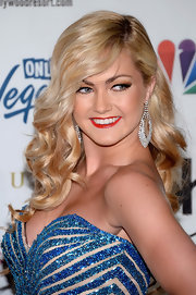 Lindsay Arnold showed off her shiny blonde locks with a bouncy, wavy 'do.