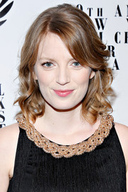 Sarah Polley wore her hair with a side part and lovely curls when she attended the NY Film Critics Circle Awards.