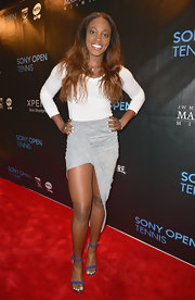 Sloane Stephens sported this cool gray and white fishtail skirt for her red carpet look at the Sony Open Player Party.