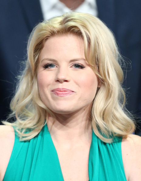 Megan Hilty kept her pretty blonde hair styled into a soft, wispy wave.