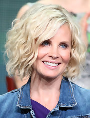 Monica Potter spiced up her choppy bob by added a fun wave to it.