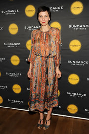 Maggie Gyllenhaal rocker her signature bohemian style yet again when she wore this paisley dress.