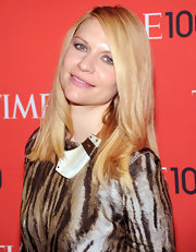 A simple nude lip gave Claire Danes a natural and simple beauty look on the red carpet.