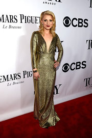 Annaleigh Ashford chose a very old-school Hollywood gown when she wore this long-sleeve gold dress with a plunging V-neck.
