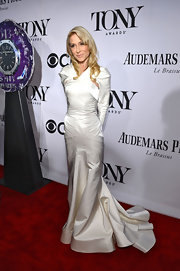 Judith Light's white long-sleeve mermaid gown looked crisp and classy on the red carpet at the 2013 Tony Awards.