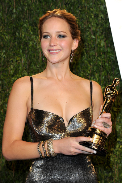 More Pics of Jennifer Lawrence Dangling Diamond Earrings (4 of 16) - Jennifer Lawrence Lookbook - StyleBistro