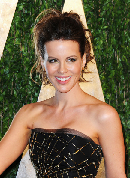More Pics of Kate Beckinsale Strapless Dress (1 of 15) - Strapless Dress Lookbook - StyleBistro