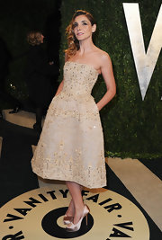 Clotilde Courau was elegant and sophisticated in a nude, beaded cocktail dress at the Vanity Fair Oscar party.