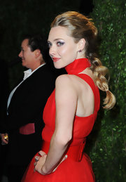 Amanda styled her hair into a loose, chunky braid for the 2013 Oscars after-party.