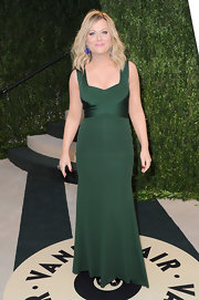 Amy Poehler showed her elegant style at the Vanity Fair Oscar's party with this rich green gown .