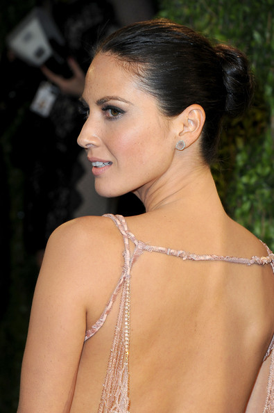 More Pics of Olivia Munn Twisted Bun (1 of 6) - Olivia Munn Lookbook - StyleBistro
