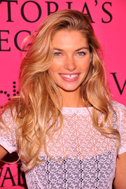 Jessica Hart looked ravishing at the Victoria's Secret after-party with her lush wavy 'do.