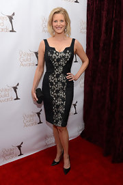 Anna Gunn worked it on the WGA red carpet in this black fitted cocktail dress with lace panels.