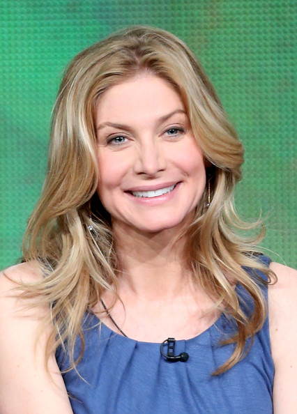More Pics of Elizabeth Mitchell Long Wavy Cut (1 of 16) - Long Wavy Cut Lookbook - StyleBistro
