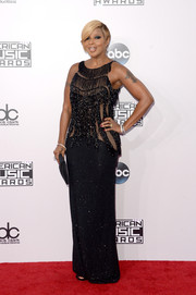 Mary J. Blige sparkled on the American Music Awards red carpet in a fringed and beaded black gown.