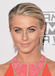 Julianne Hough went for a punk vibe with this slicked-back 'do at the American Music Awards.