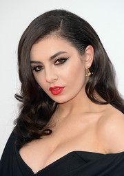 Charli XCX polished off her beauty look with a vibrant red lip.