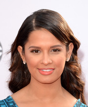 Rocsi Diaz sported a demure side-parted wavy hairstyle at the American Music Awards.