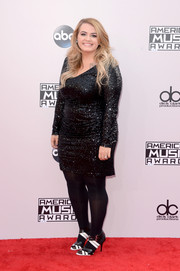Anna Todd finished off her red carpet look with a pair of black-and-white strappy sandals.
