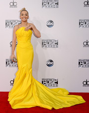 Rita Ora stood out magnificently in her floor-sweeping canary-yellow Zac Posen strapless gown during the American Music Awards.