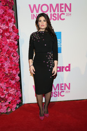 Idina Menzel injected a bright pop with a pair of fuchsia pumps.