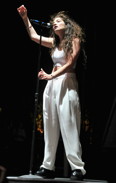 Lorde matched her top with baggy white slacks.