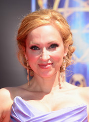 Leigh-Allyn Baker looked very ladylike with her pinned-up ringlets at the Creative Arts Emmy Awards.