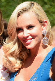Jenny McCarthy amped up the Old Hollywood vibe with a pair of dangling statement earrings.