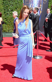 Lati Grobman opted for a sky-blue one-shoulder gown when she attended the Creative Arts Emmy Awards.