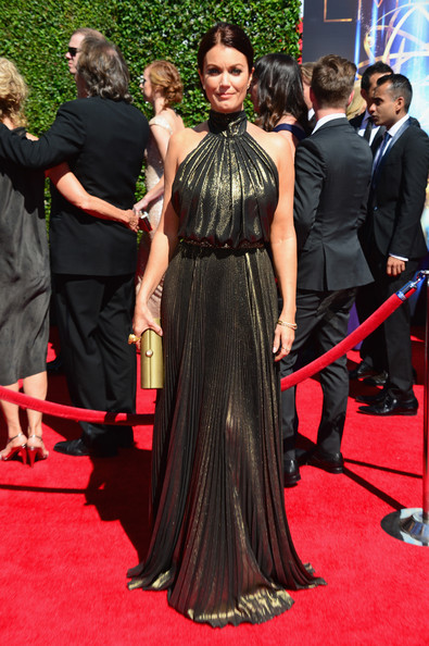 Bellamy Young kept the metallic theme going with a gold Amanda Pearl clutch.