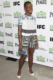 Lupita Nyong'o added another dose of print with a blue and white Anya Hindmarch clutch.