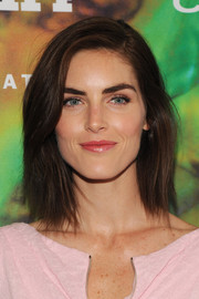 Hilary Rhoda kept it sleek and simple with this mid-length bob when she attended the Fragrance Foundation Awards.