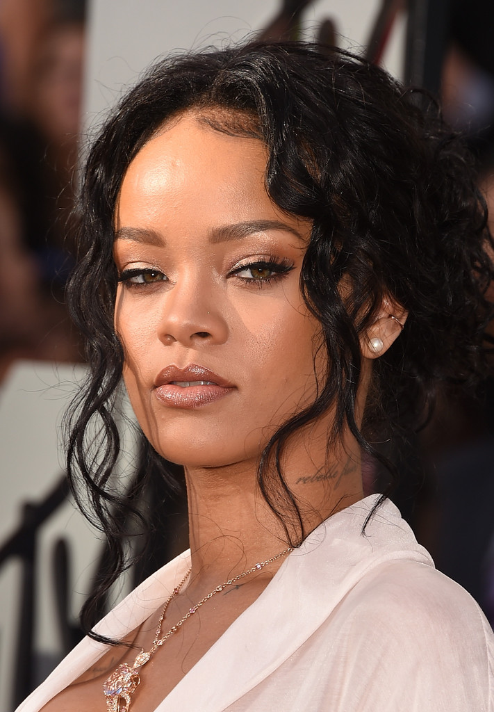 rihanna best beauty looks from the 2014 mtv movie awards