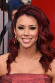 Jillian Rose Reed was flawlessly coiffed with this gorgeous wavy 'do during the MTV Movie Awards.