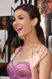 Victoria Justice opted for a simple ponytail when she attended the MTV Movie Awards.