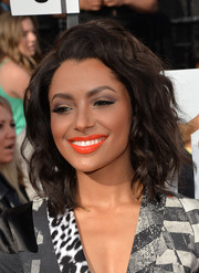 Kat Graham styled her hair with mussed-up waves for the MTV Movie Awards.
