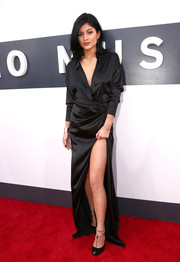 It was a black out for Kylie Jenner, who paired her billowing silk slit dress with noir heels.
