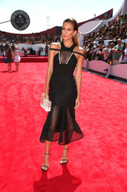 Renee Bargh contrasted her all-black outfit with a white plexi box clutch.