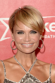 Kristin Chenoweth looked trendy with her short side-parted 'do at the 2014 MusiCares Person of the Year Gala.
